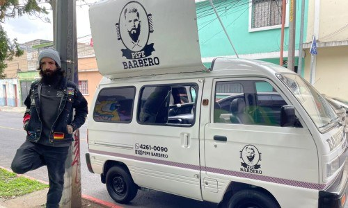 pepe barbero barber truck guatemala