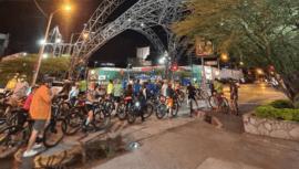 Grupos de ciclistas que realizan colazos urbanos en la Ciudad de Guatemala