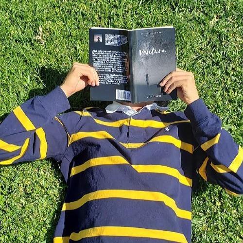 Guatemalteco de 17 años escribió libro para jóvenes con mensajes de autodescubrimiento y motivación
