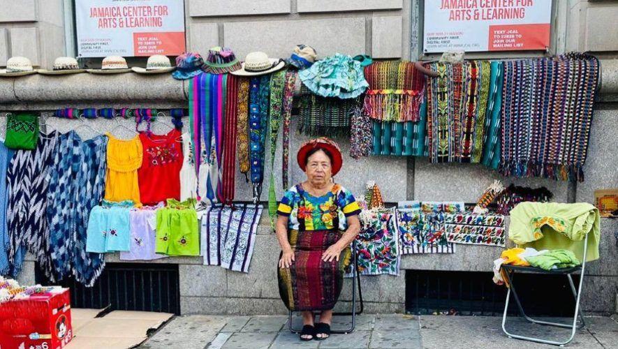 María Tuch y Sara Mendoza, de Santiago Atitlán, expusieron artesanías en Nueva York