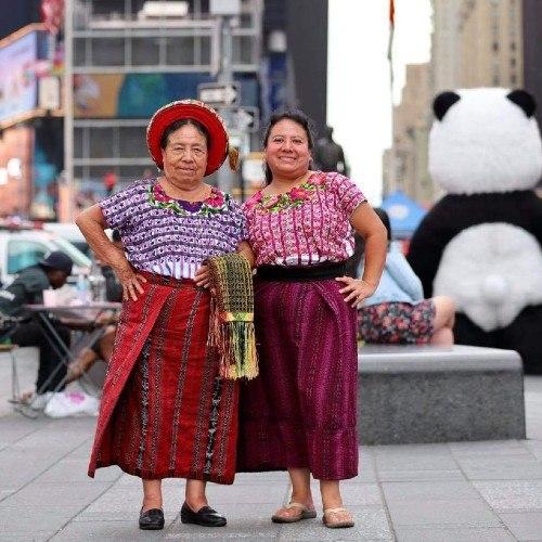 María Tuch y Sara Mendoza de Santiago Atitlán