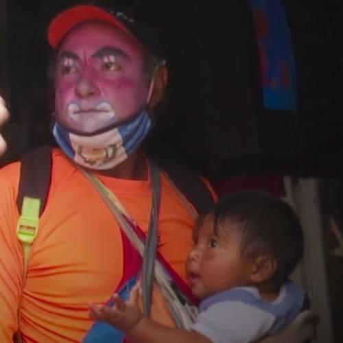 Payasito que vende paletas en Villa Nueva recibió ayuda