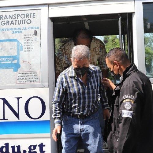 Transporte interno gratuito a guatemaltecos que se vacunen en la USAC