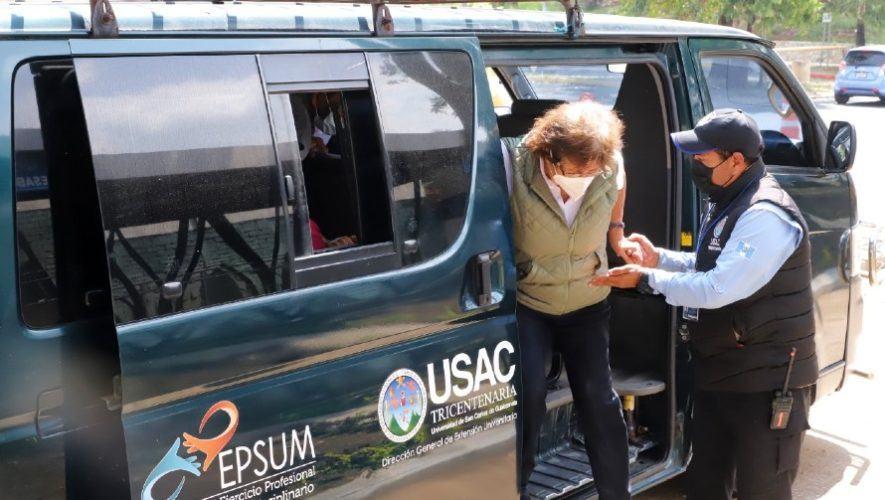 USAC ofrece transporte interno gratis a guatemaltecos que lleguen a vacunarse al campus central