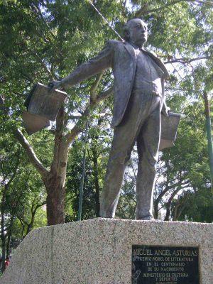 Monumento-a-Miguel-Ángel-Asturias
