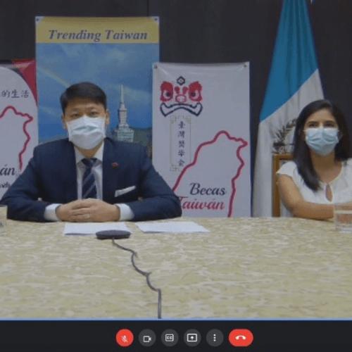 Embajada de Taiwan entrega becas a guatemaltecos