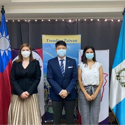 Entrega de becas a guatemaltecos para estudiar en Taiwan