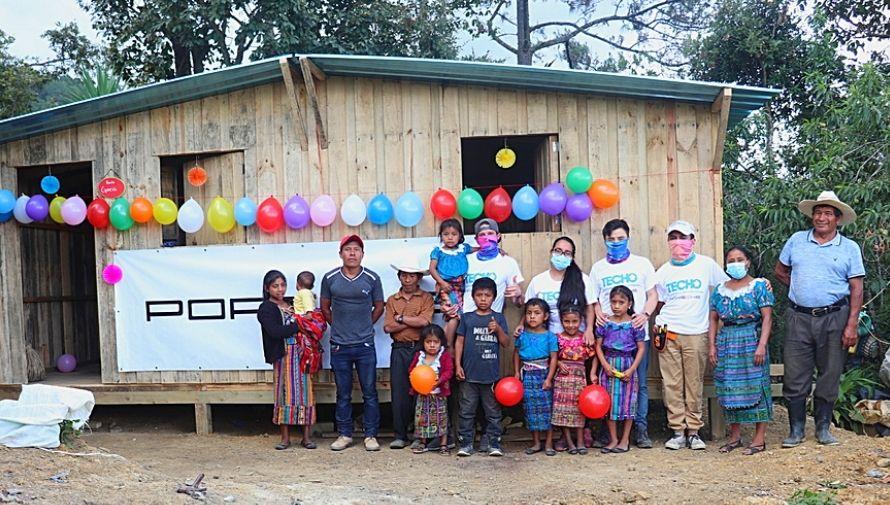 Porsche, TECHO y Grupo Los Tres donaron casas transicionales a una comunidad de Quiché en agosto 2021
