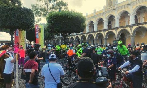 ciclistas en antigua guatemala biciruta 502