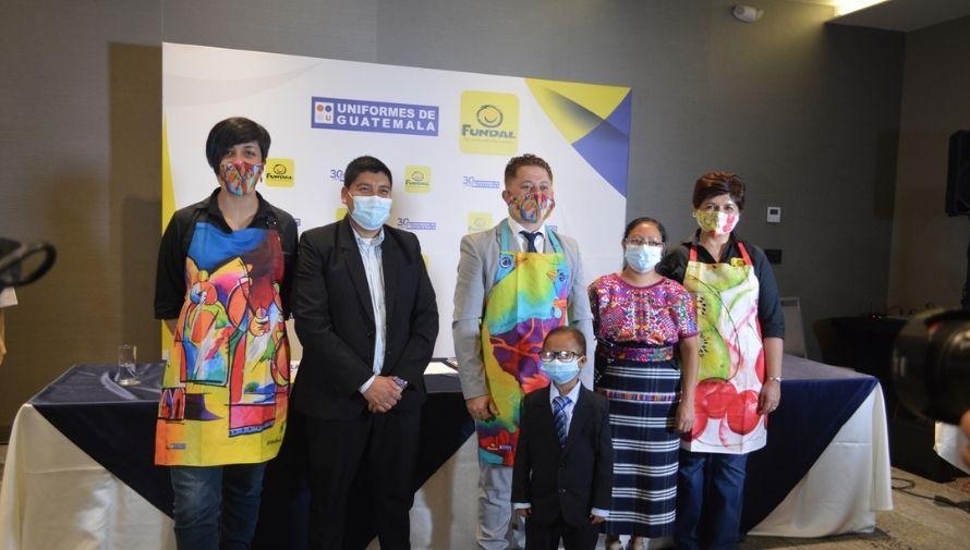 Niños con sordoceguera de Fundal diseñaron colección junto con Uniformes de Guatemala, 2021