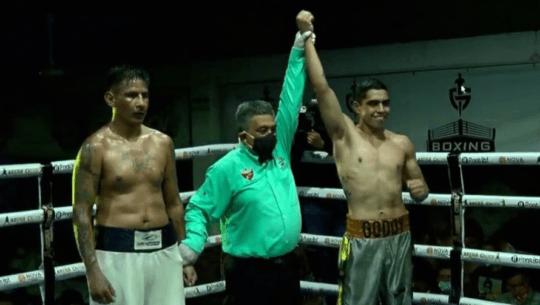 Michael Godoy debutó como boxeador profesional con victoria en México